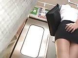 japonaise pelotee et offerte dans train